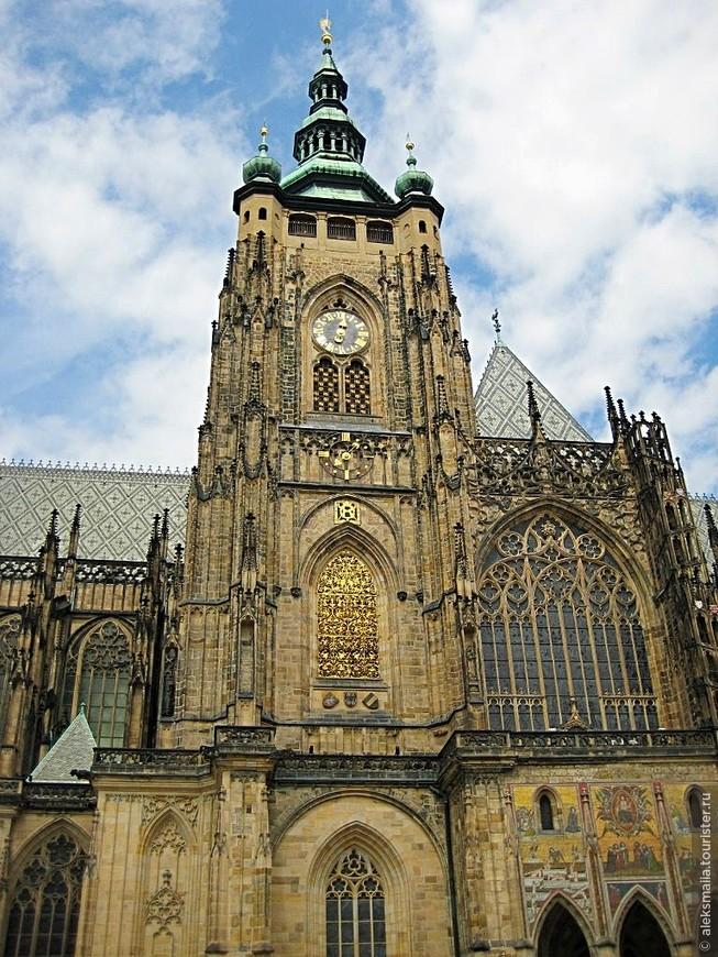 Собор св.Вита служит усыпальницей для пятнадцати чешских королей и пражских епископов. Здесь также хранятся коронационные регалии чешских монархов.