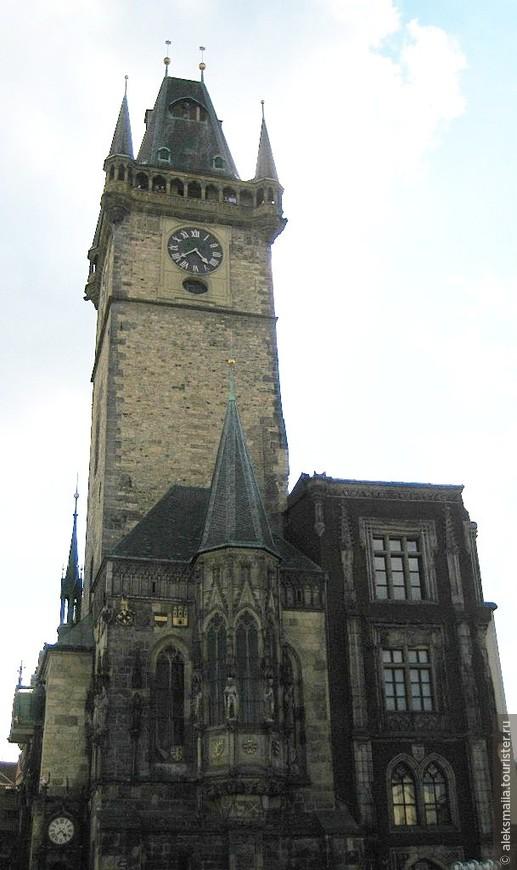 Староместская ратуша - главная архитектурная доминанта старого города Праги, заслуженно любима туристами за характерный средневековый сказочный облик и солидный возраст (она была заложена в 1338 г.)