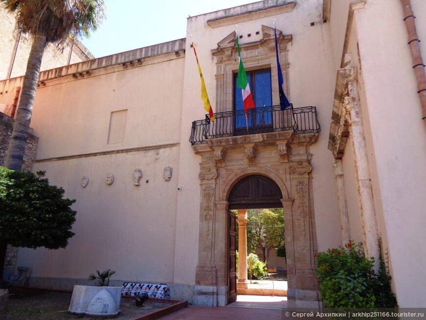 Возле собора находится Региональный музей Пеполи. Билет 6 евро