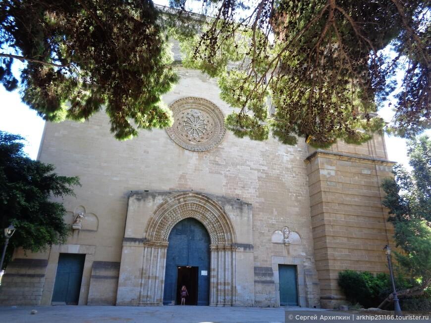 Следующим был Собор Богородицы, построенный в 1250 году