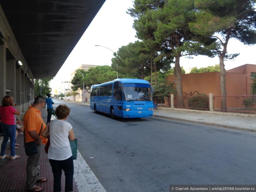 """Выезжал я из Трапани с автостанции вот на таком автобусе - ехать полтора часа. Уточняю. что данный фотоальбом является дополнением к моему отчету, который я выставил в прошлом году - Сан Вито ло Капо -лучший морской курорт на Сицилии"""""""