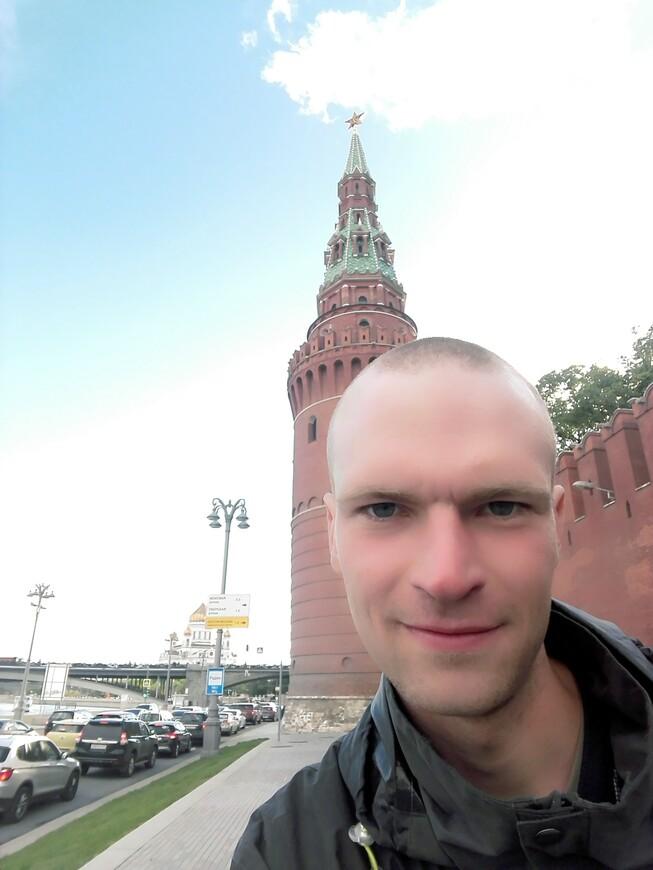 Кремлёвская набережная: Водовзводная (Свиблова) башня и Московский кремль