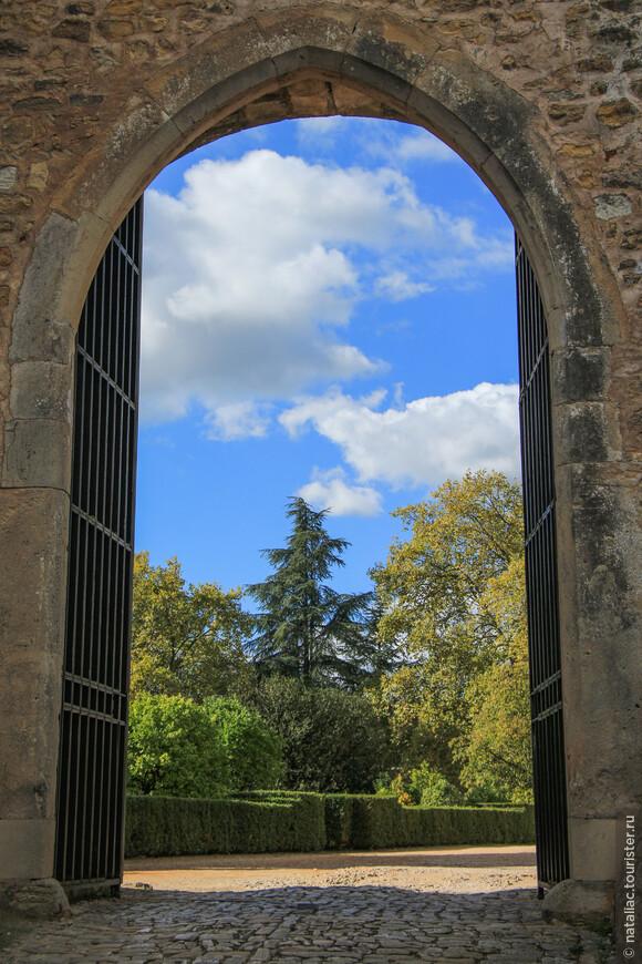 Вход на территорию  монастыря ордена Христа и замок тамплиеров (Convento de Cristo&Castelo de Tomar)