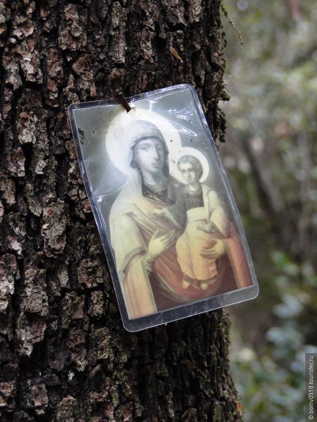 """""""Богородице Дево, радуйся, Благодатная Марие, Господь с Тобою..."""" Сколько раз была прочитана эта молитва за 10 часов пути до Панагии я не знаю, после двухсот перестал считать... А когда мне становилось совсем тяжело я начинал петь про себя """"Христос воскресе из мертвы..."""" и сразу же восстанавливалось дыхание, приходило в норму сердцебиение и ноги шли вперед..."""
