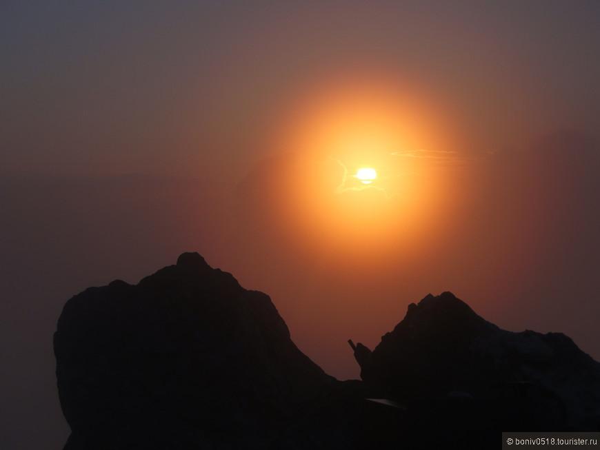 Но Господь и Богородица оценили наши труды и услышали наши молитвы - появляется солнце...