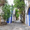 Каждая улочка Кадакес очень живописна.