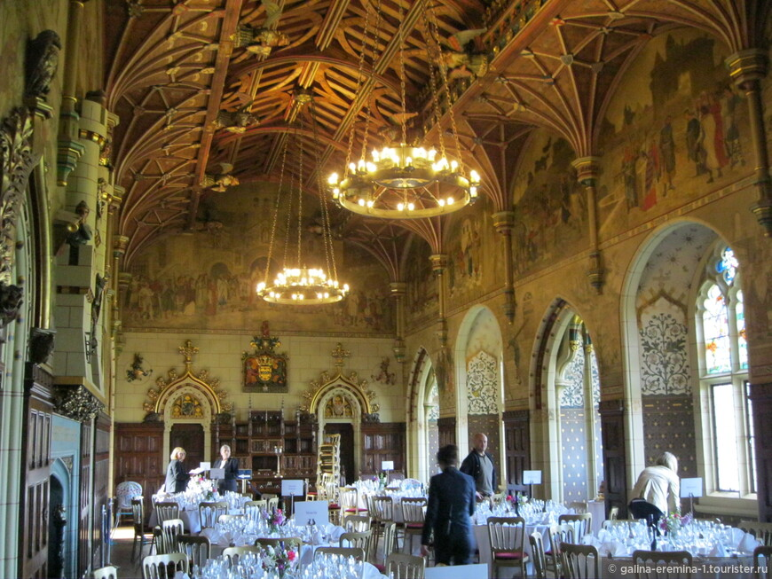 Уэльс, Кардифф, в Кардиффском замке. Подготовка к свадьбе