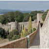 Прогуливаясь по крепостной стене, можно любоваться панорамными видами на Жирону.