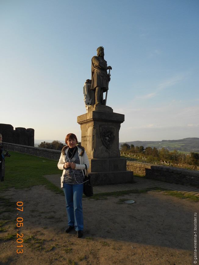Стерлинг, королю Роберту Брюсу  рядом с замком Стерлинг