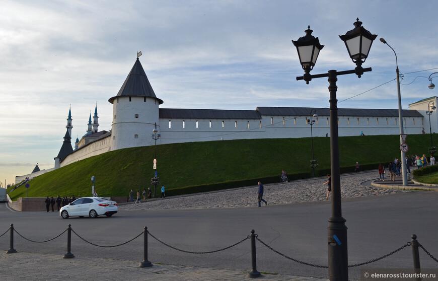 Казанский Кремль красив со всех сторон.