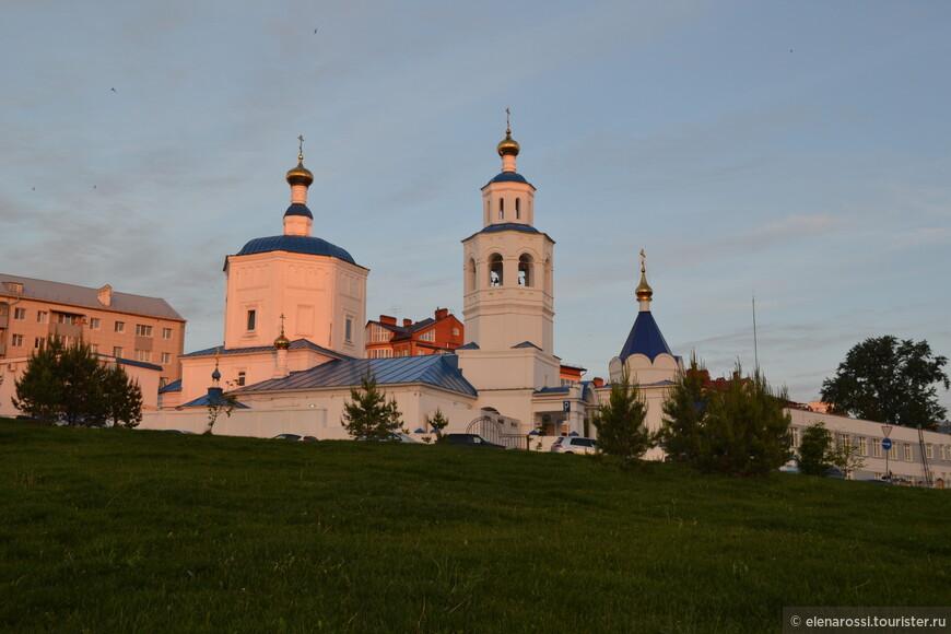 Церковь св. Параскевы. Здесь молятся православные чуваши и службы идут на чувашском языке.