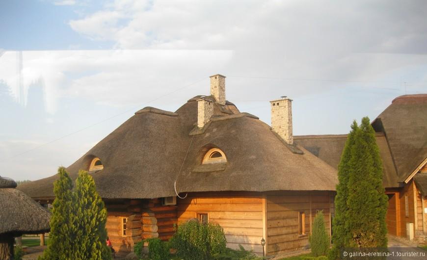 польские домики с соломенной крышей в местечке Паджеро