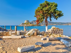 Греция разрешила туристам посещать свои острова по упрощенной визе