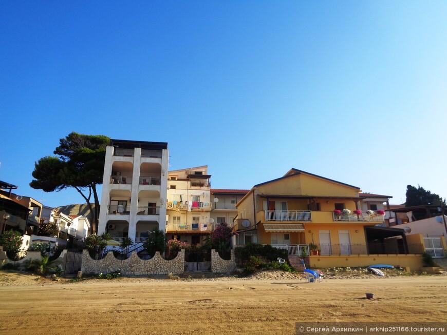 Курортные отели выходят на берег пляжа
