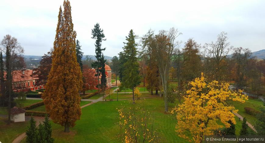Очень красивая золотая осень была в Чехии.