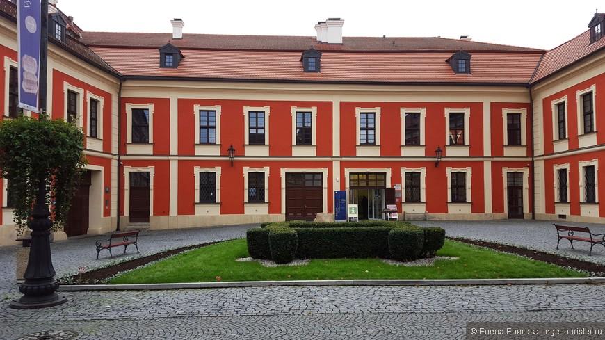Замок (Zámek Ostrov)