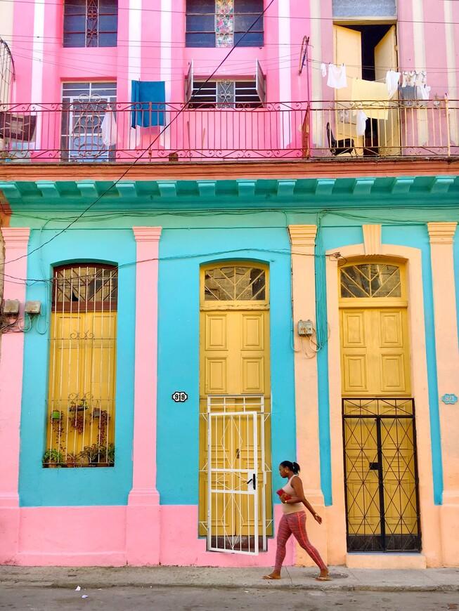 Порой мне действительно казалось, что местные жители одеваются под цвет своих домов. Но это скорее всего просто совпадение)