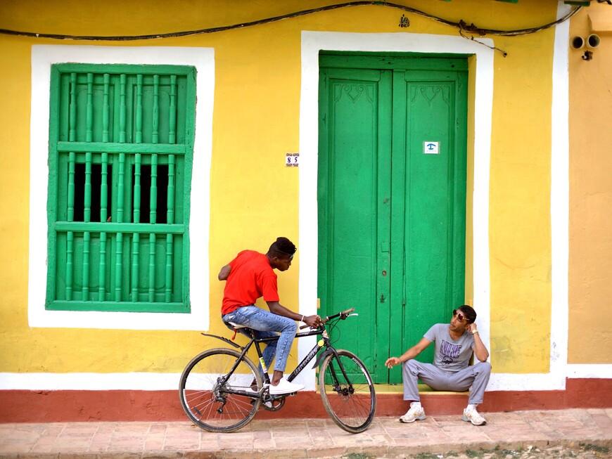 В Тринидаде что не дом - то фон для фотосъемки. Очень колоритный городок.