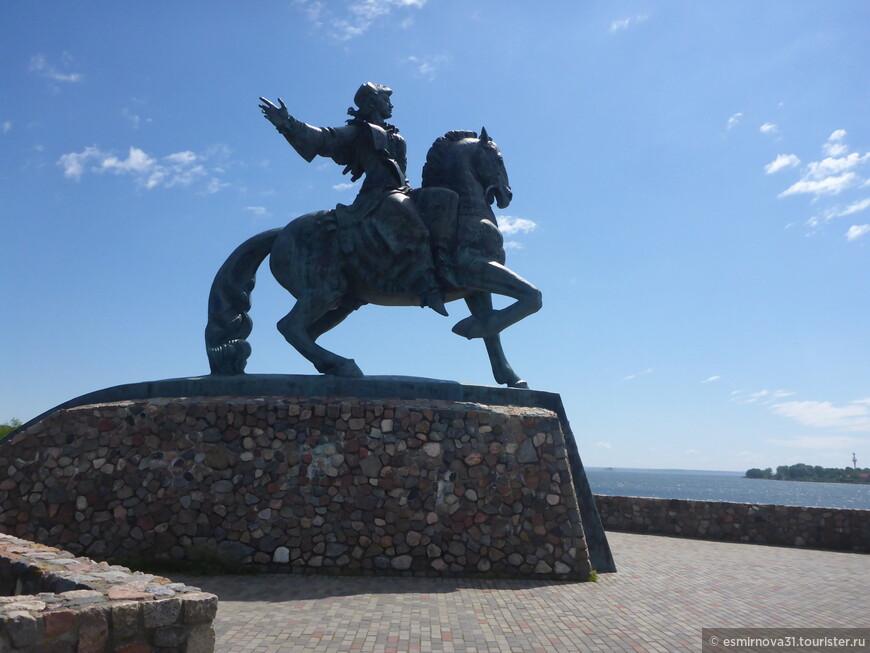 Памятник императрице Елизавете