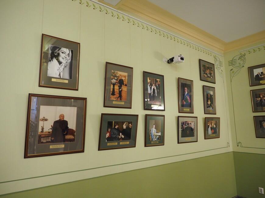 Фотографии современных гостей Метрополя. Известные имена можно перечислять бесконечно. Шэрон Стоун на первом месте.