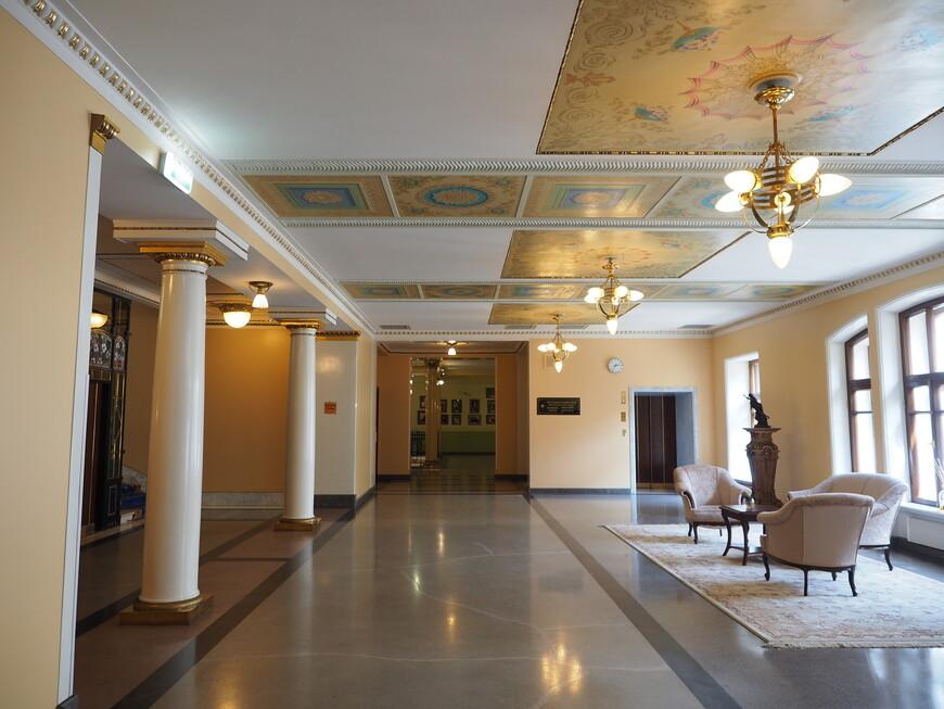 Внутренние интерьеры отеля. Как правило все выполнено в мягких пастельных тонах. Интерьеры можно кратко охарактеризовать как скромная роскошь.