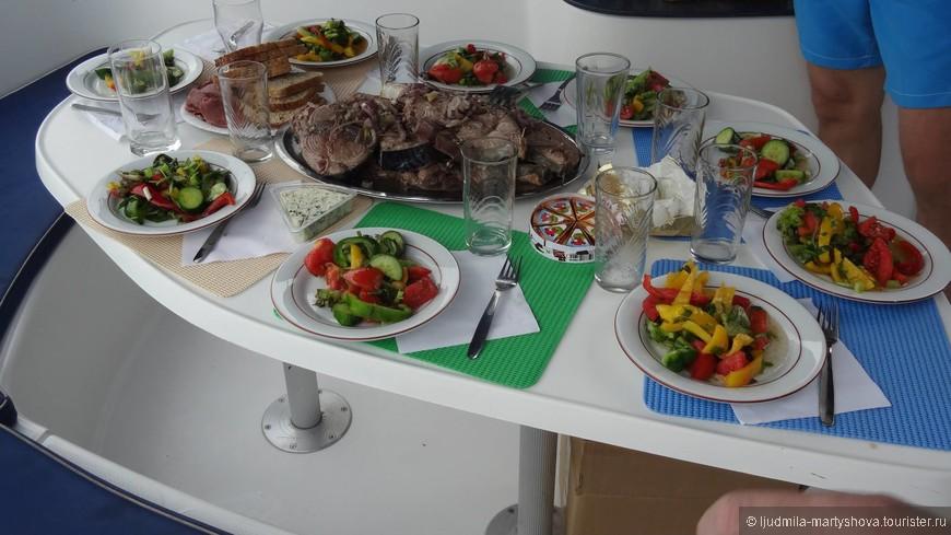 Ужин готов, пора за стол.