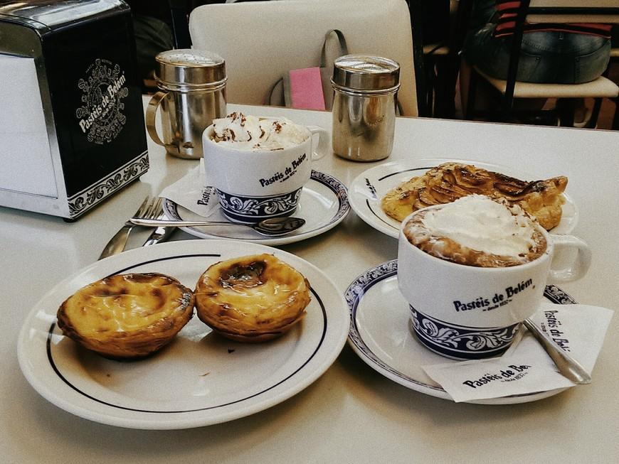 Самые знаменитые паштейши в городе. Само кафе уютным не назовешь из-за огромного количества туристов, но ради интереса заглянуть стоит. На самом деле паштейши везде очень вкусные и свежие.
