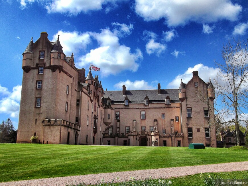 Fyvie_Castle,_Aberdeenshire.jpg