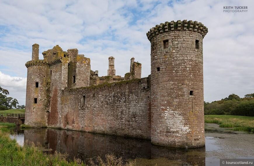 Caerlaverock Castle dumfries and Galloway.jpg