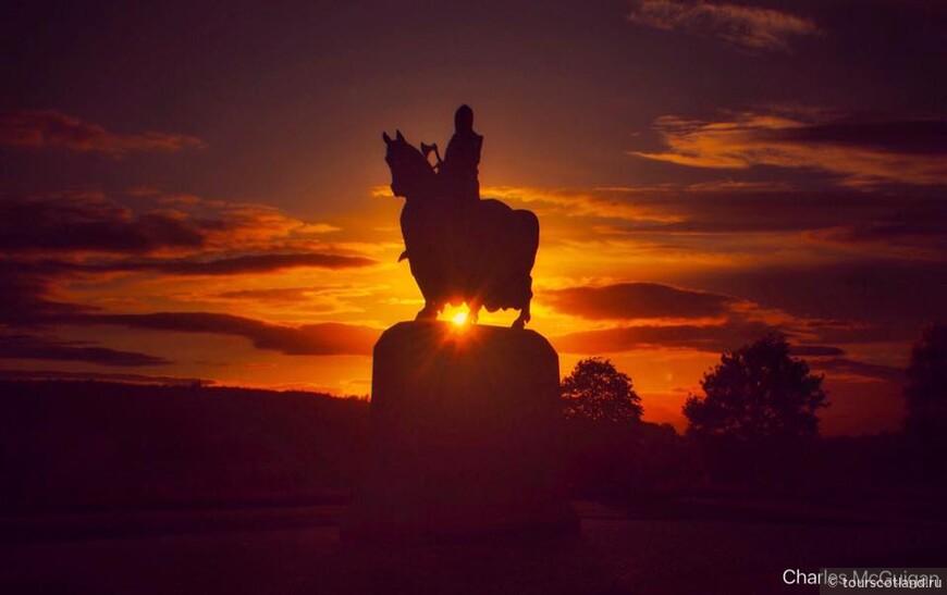Brus Monumnet sunset.jpg