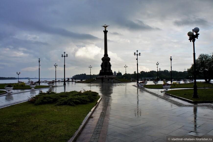 Памятник 1000-летию Ярославля.