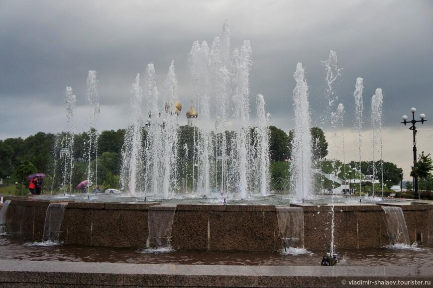 Центральный фонтан.