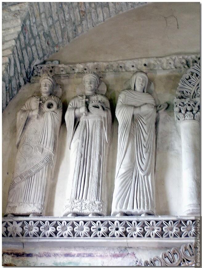 Еще одно свидетельство дел давно минувших лет, а именно периода лангобардского господства представлено в часовне Вознесения Девы Марии (Santa Maria Assunta), более известное как  «tempietto longobardo» . Это место отправляет нас на 14 веков назад в прошлое