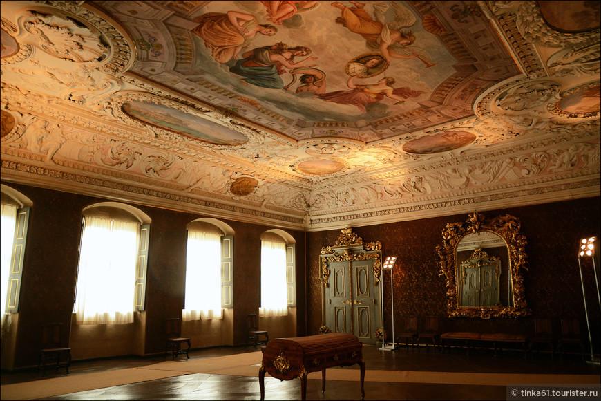Интерьеры Новой Резиденции, бывшего дворца бамбергских князей-епископов роскошные.