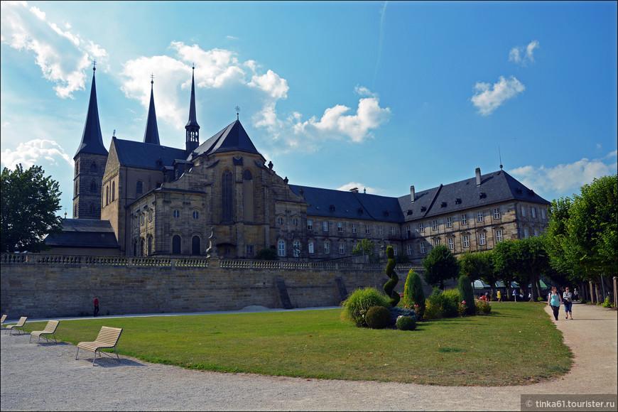 А вот и самый заметный в Бамберге монастырь Михельсберг, принадлежавший ордену бенедиктинцев,