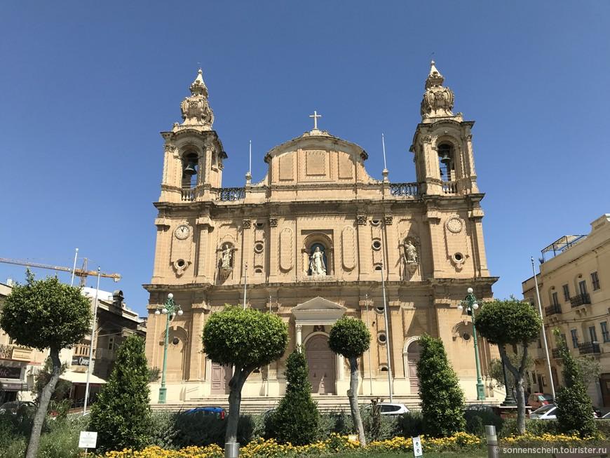 Вдоволь нагулявшись по Марсашлокку поехали домой, но по дороге мне попалась вот такая красивая церковь. Это оказался  собор Святого Джозефа в городе Мсида,19век.