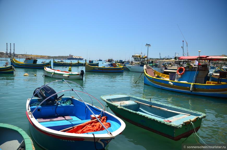Исторически, основным занятие местных жителей было рыболовство. И сегодня, как и много лет назад мальтийские рыболовы каждый день выходят в море за добычей. И именно в Марсашлокке можно увидеть самое большое количество местных мальтийских лодок - дайса. В зависимости от размеров они бывают трёх типов: самая большая- луццу с каютой, затем кайик и самая маленькая- фрейгатина.