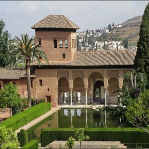 Испания. Гранада. Цветущая Альгамбра.