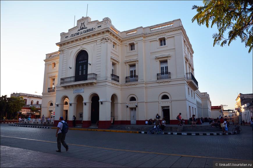 Оперный театр Ла Каридад. Театр прославился тем, что на его сцене пел сам Энрико Карузо.
