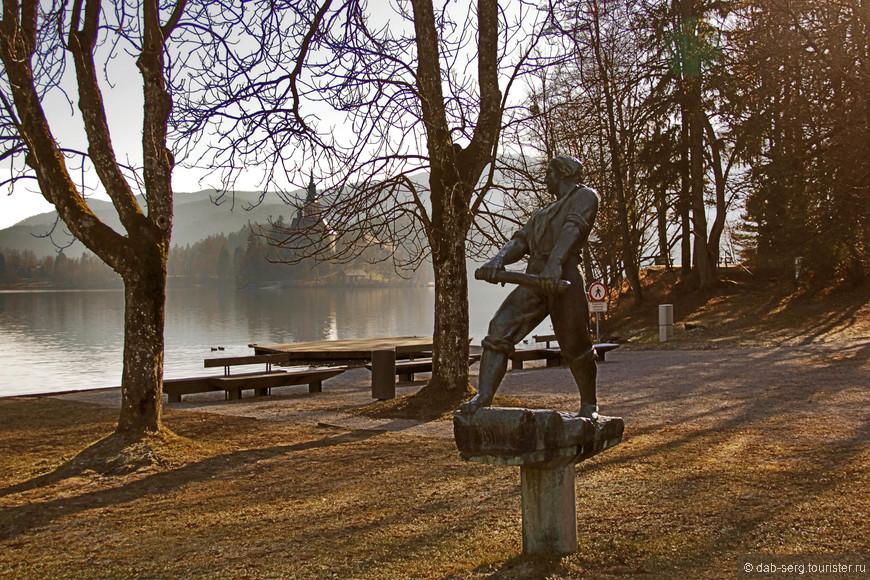 В Бледе находится олимпийская база местных байдарочников.