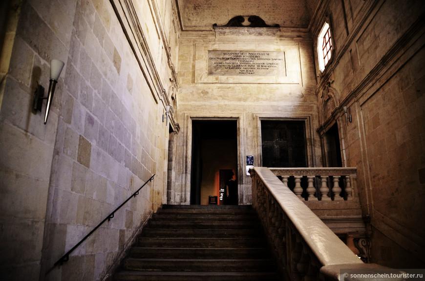 В Витториозе стоит единственный сохранившийся в Европе Дворец великого инквизитора. Вот в него я и направилась.