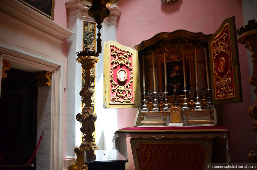 Молельня. Последующие инквизиторы перестроили особняк в типичном римско-барочном стиле того времени.