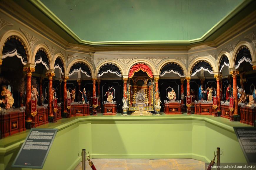 В одном из залов находится экспозиция рождественский вертепов.