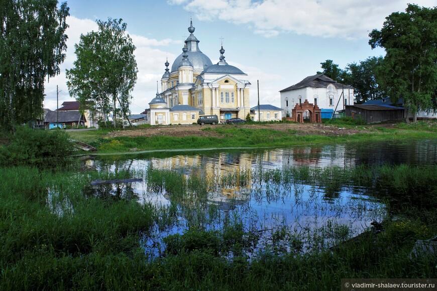 Заводь на реке Кубена в районе городка Устье.