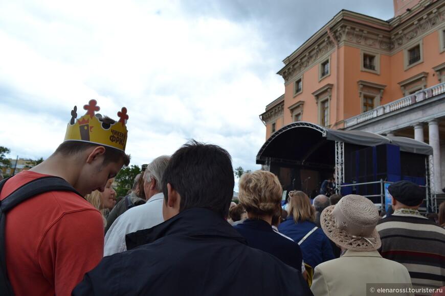 Кто в короне, кто в шляпе, но все равны перед музыкой.