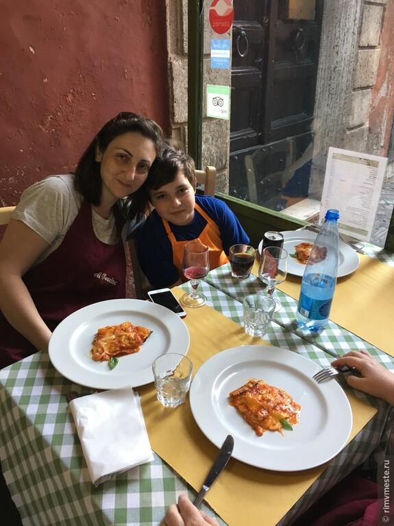 Маша с сынулей приготовили лазанью своими руками