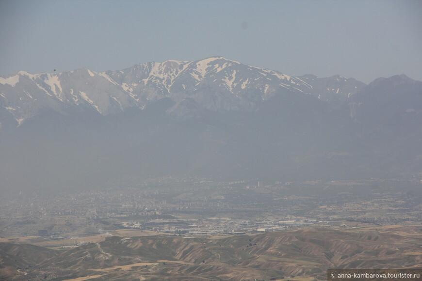 Вид на горы вокруг