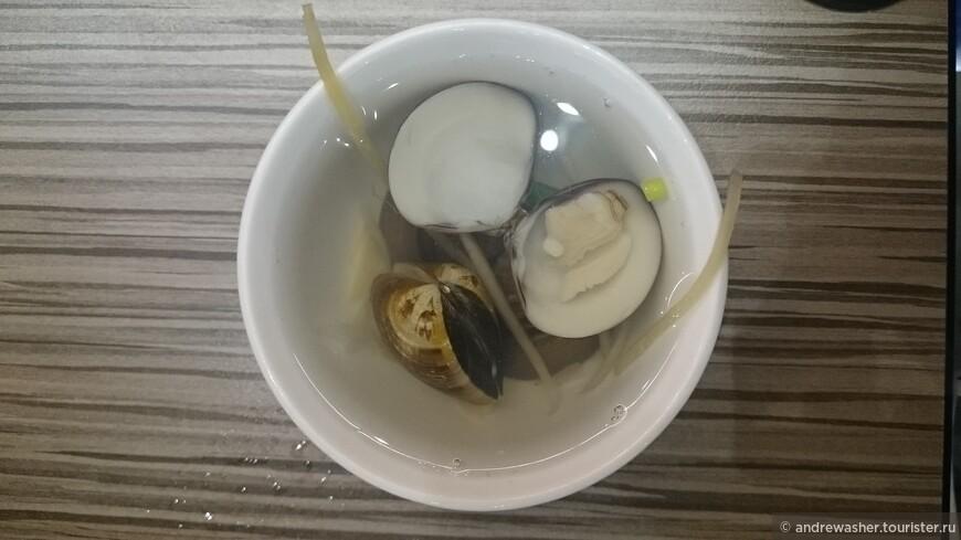 Очень полезный суп из ракушек хамагури с имбирем.