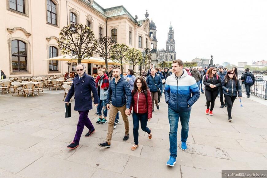 На Брюльской террасе с группой студентов!