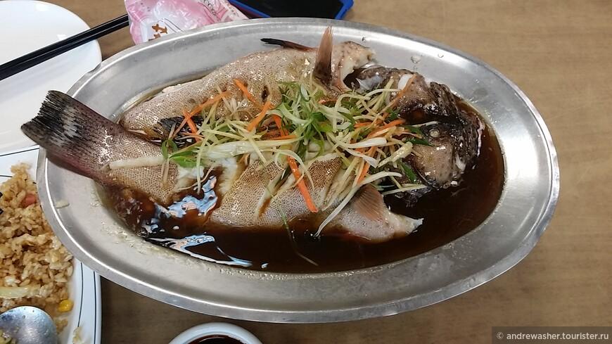 Свежая рыбка с тайваньского побережья. Это Килунг. Выбрал - тут же приготовели.